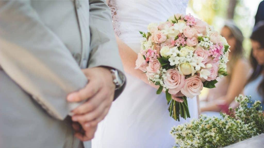 bride and groom bridal bouquet