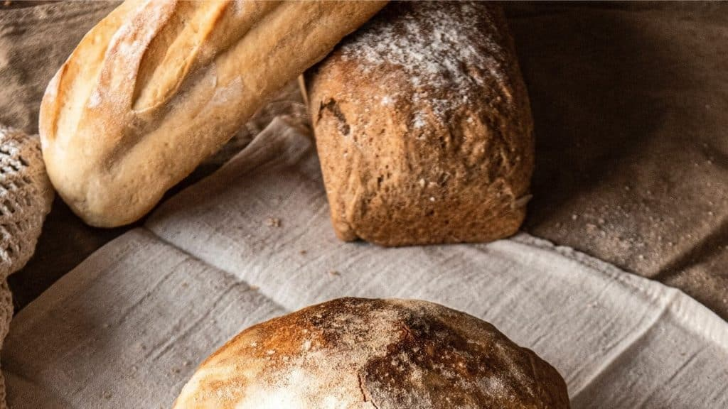 loaves of bread cloth napkin